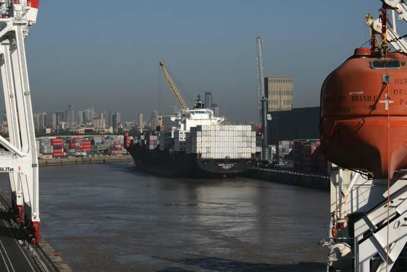 Port in Argentina, pe cand luau vaporul pentru plecarea in Europa