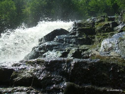 Cascada Lotrișor, de aproape