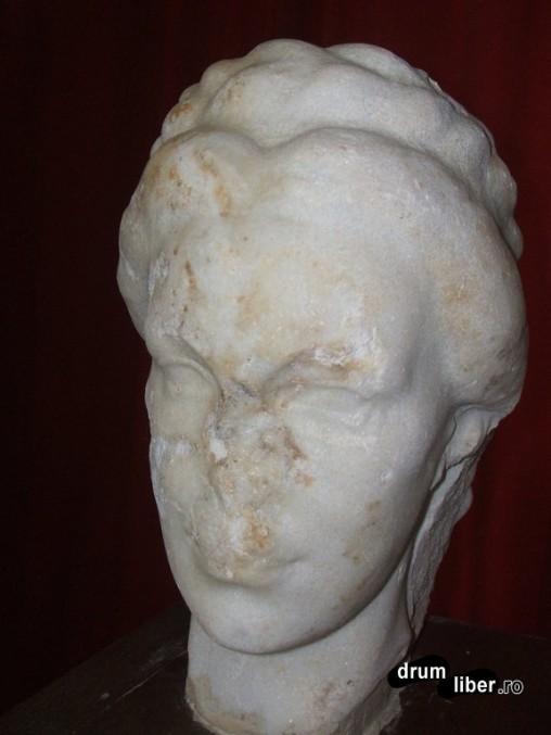 Capul statuii imperiale