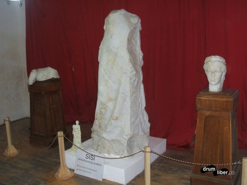 Așa arată statuia imperială, acum, în Caransebeș