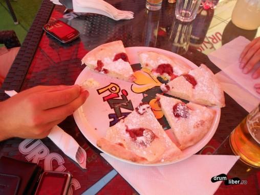 Autostopiști în Sighișoara - degustare de lichiu la Jo Pub