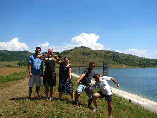 Autostopiștii și lacul. Natură vie