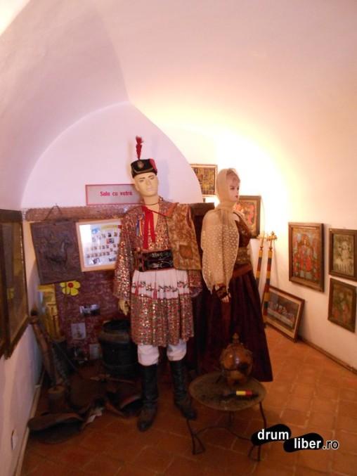Costum de June Brașovean cu găitane făcute în Șchei