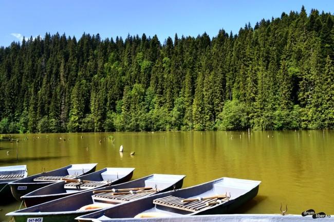 """Micul """"port"""" de la Lacul Roșu"""