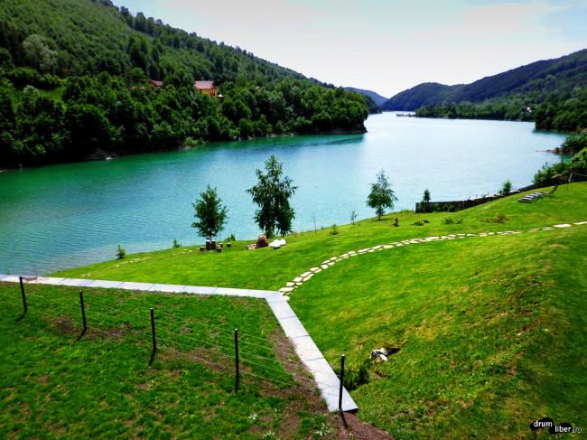 Vedere spre Lacul Paltinu (Valea Doftanei)