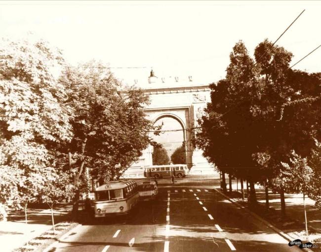 Circulația la Arcul de Triumf,1965