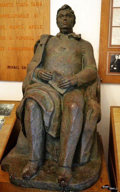 Statuia scriitorului