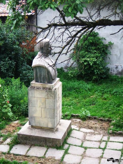 Bustul lui Topârceanu