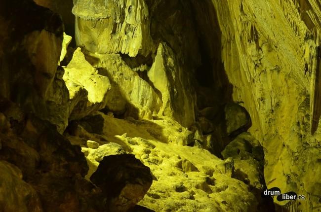 Prin Peștera Ialomiței