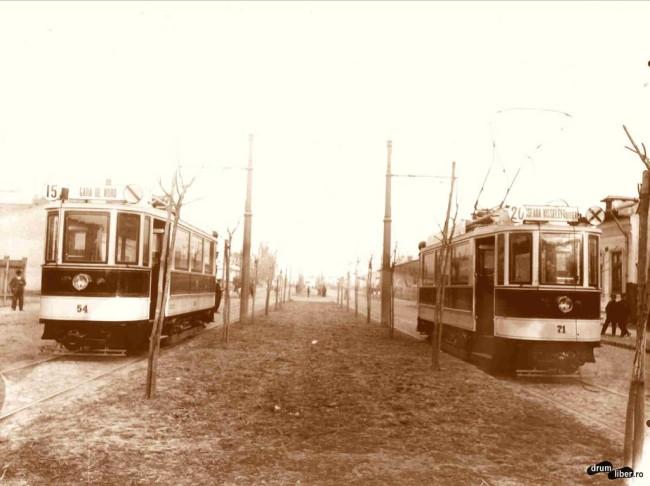 Două vagoane Simmering pe șoseaua Ștefan cel Mare