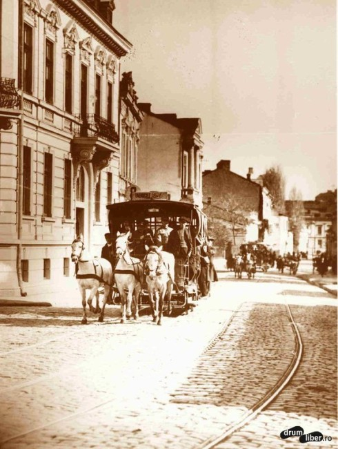 Tramvai cu trei cai urcând pe strada Știrbei - Vodă (1925)