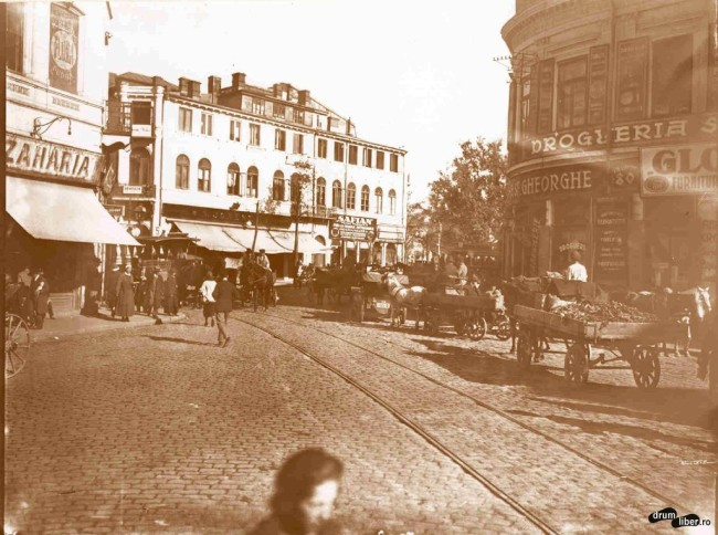 Tramvaie cu cai și căruțe la Piața Sf. Gheorghe (1925)