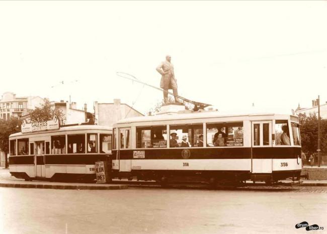 Vagon cu remorcă pe linia 14, în Piața Kogălniceanu