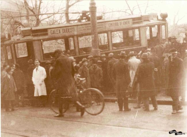 Vagon intrat în curtea Ateneului