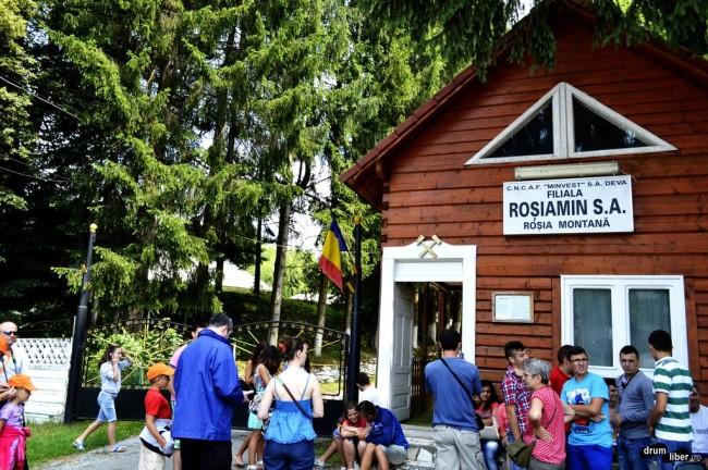 Turiști dornici să viziteze Galeriile Romane