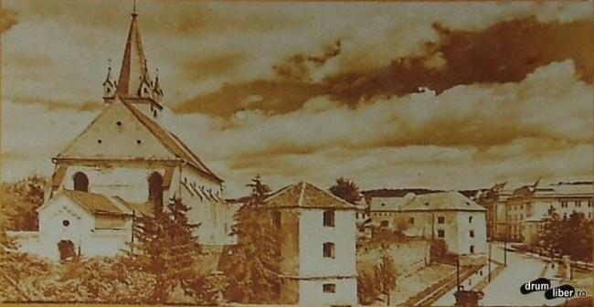 Cetatea dateaza din 1492 dar a fost reconstruita in 1602 - foto 1939