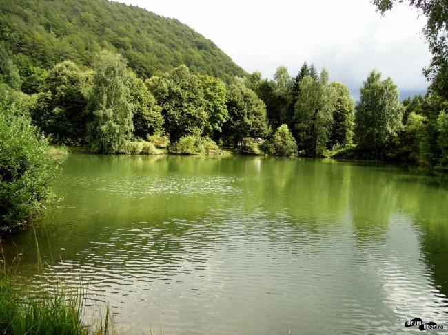 Lacul mănăstirii
