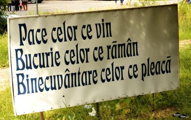 Mesaj adresat vizitatorilor