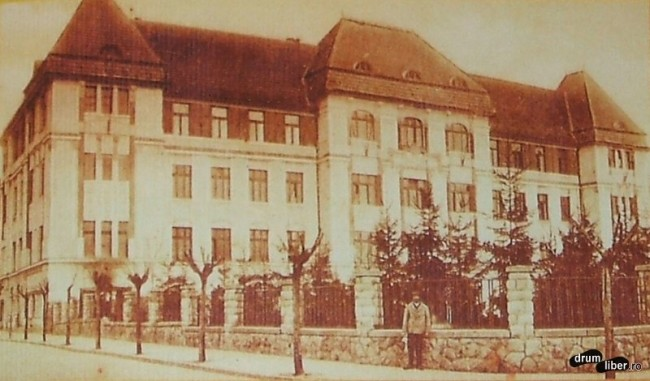 Fosta scoala normala de baieti actuala Casa a Sindicatelor - foto 1926