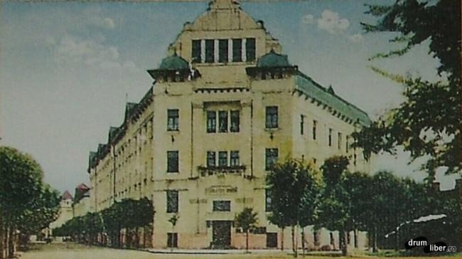 Fostul liceu de fete ridicat 1907 astazi universitatea Petru Maior - foto 1928