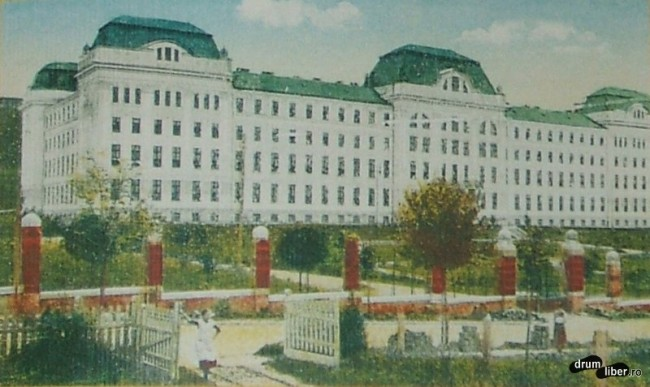 Fostul liceu militar ridicat 1909 astazi sediul Universitatii de medicina si farmacie - foto 1920