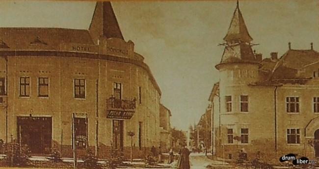 Hotel Domokos in stanga pe strada Bolyai - foto 1925