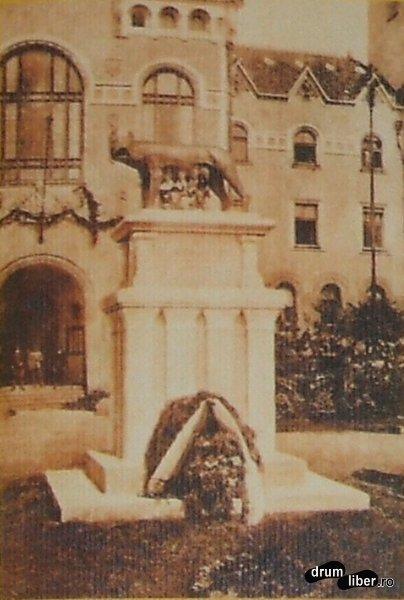Statui care nu mai exista Monumentul Latinitatii inaugurat 1924 si mutat in 1940 la Turda - foto 1927