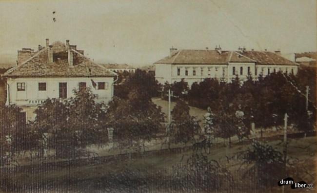 Unitatea militara de pe actualul Bulevad al Cetatii - foto 1910