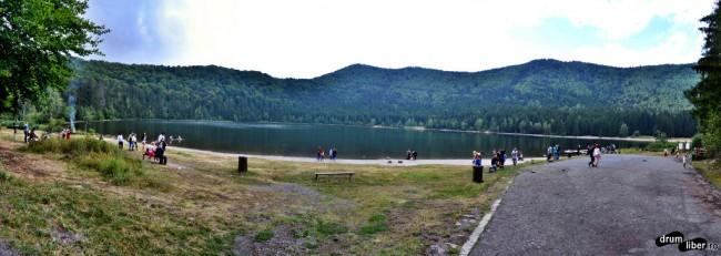 Panoramică cu lacul Sfânta Ana