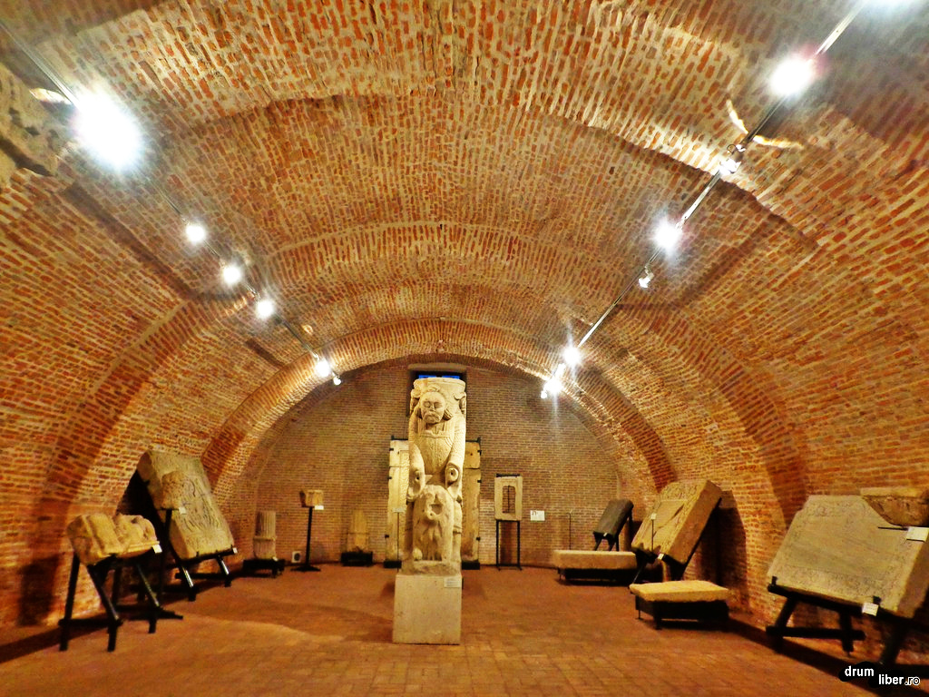 Lapidariul Muzeului cu Samson în mijloc