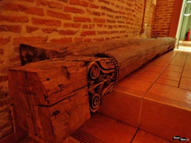 Se sculpta și în lemn, nu doar în piatră