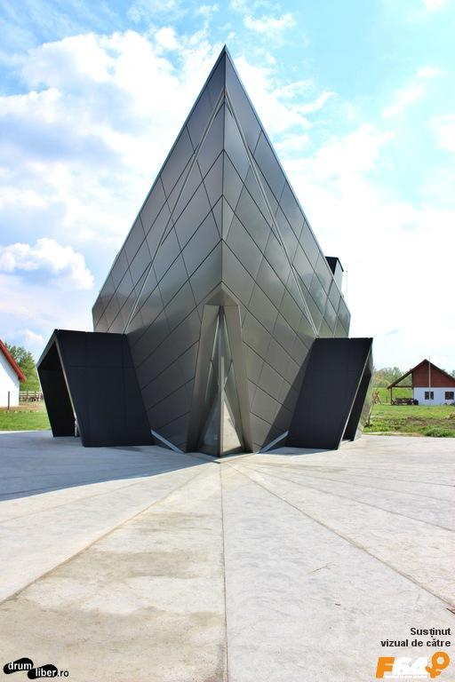 Centrul de vizitare cu formă SF