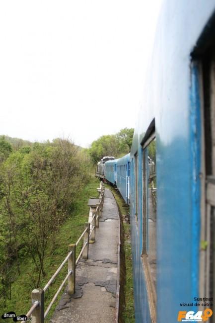 Pe unul dintre viaductele traseului