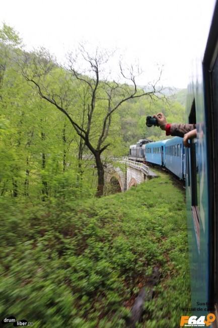 Trenul și o mână