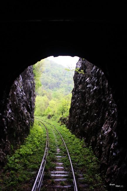Tunel și săpătură prin stâncă