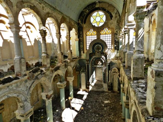 În interior la Sinagoga Mare din Constanța