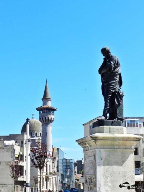Ovidiu și Moscheea Regală în spate