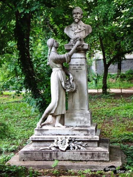 Bustul lui Traian Demetrescu (Grădina Cișmigiu)