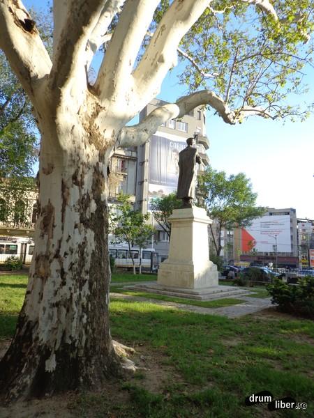 Statuia lui Constantin Brâncoveanu (Biserica Sfântul Gheorghe cel Nou; pe vremuri se numea Piața 1848))