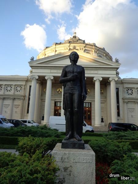 Statuia lui Mihai Eminescu (Grădina Ateneului Român)