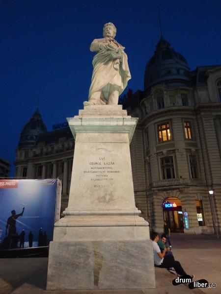 Statuia lui Gheorghe Lazăr (Piața Universității)
