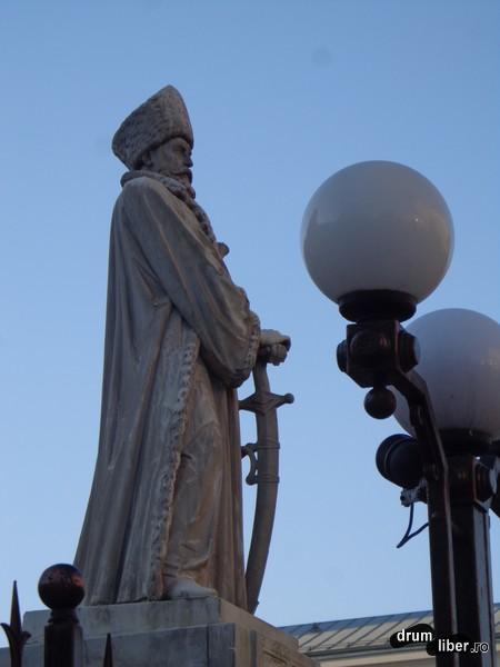 Statuia spătarului Mihail Cantacuzino (Spitalul Colțea, Universitate)