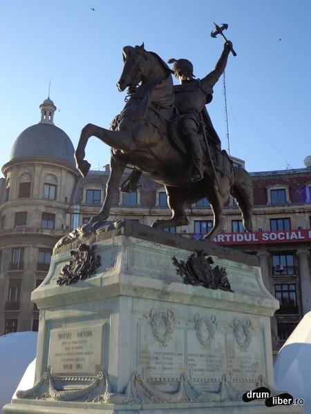 Statuia lui Mihai Viteazu (Piața Universității)