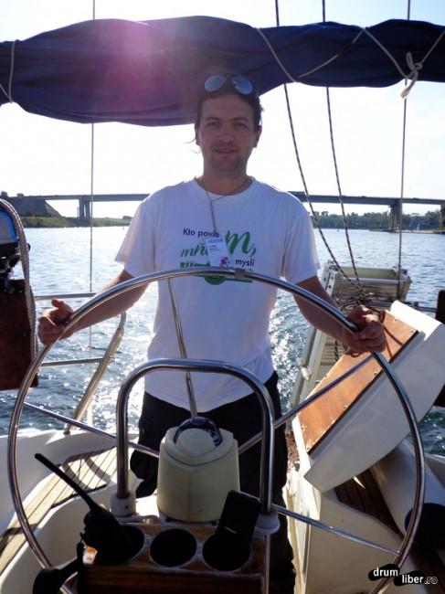 Un matelot la cârmă