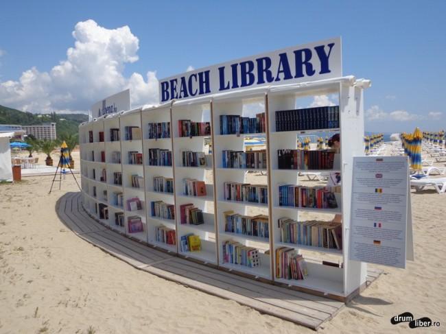 Biblioteca pe plajă