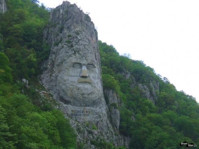 Statuia lui Decebal pe stâncă