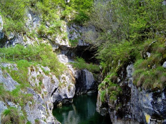 Cheile Corcoaiei, pe Valea Cernei