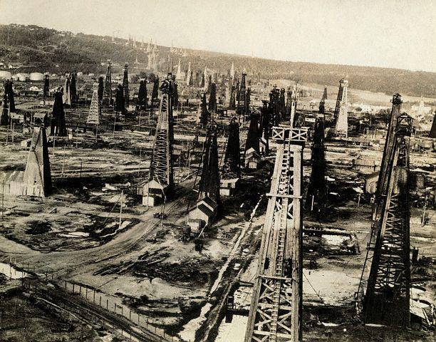 Câmp de extracție petrolieră la Moreni (1920)