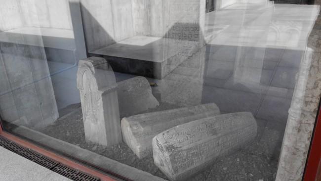 Pietre de mormânt din cimitirul vechi evreiesc din București