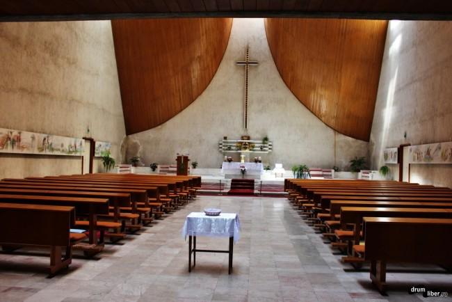 Interiorul Bisericii Catolice din Orșova